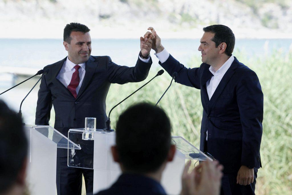 ФОТО Грците се удрија со свој камен поглава поради Македонците
